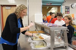 Photo of Highcliff Elementary Kristy Bilderback Serves Lunch During National School Lunch Week