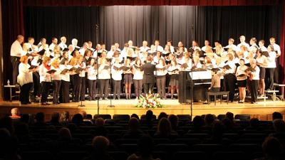 North Hills Alumni Choir performing in 2014.