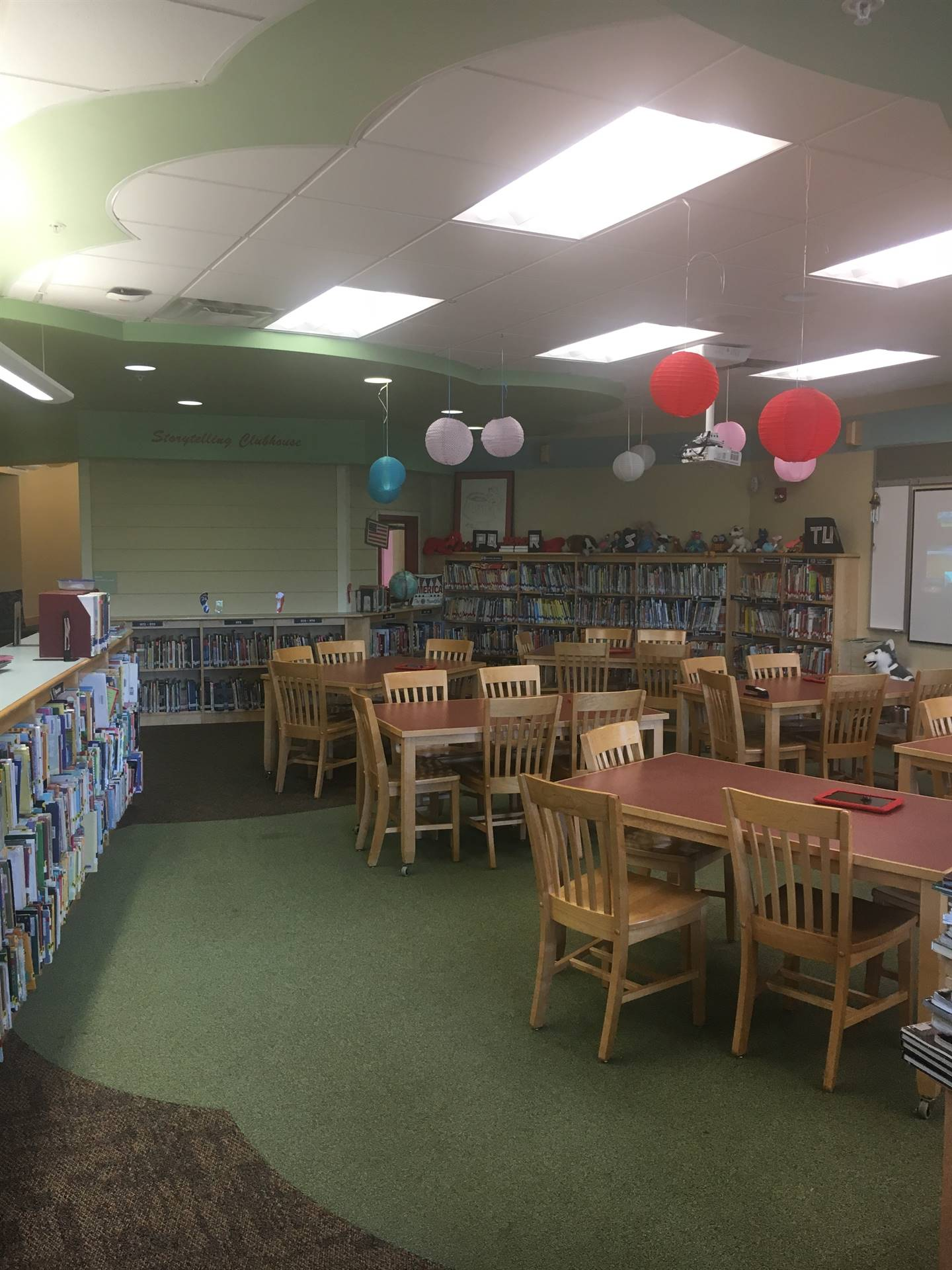 Highcliff Elementary Library Tables
