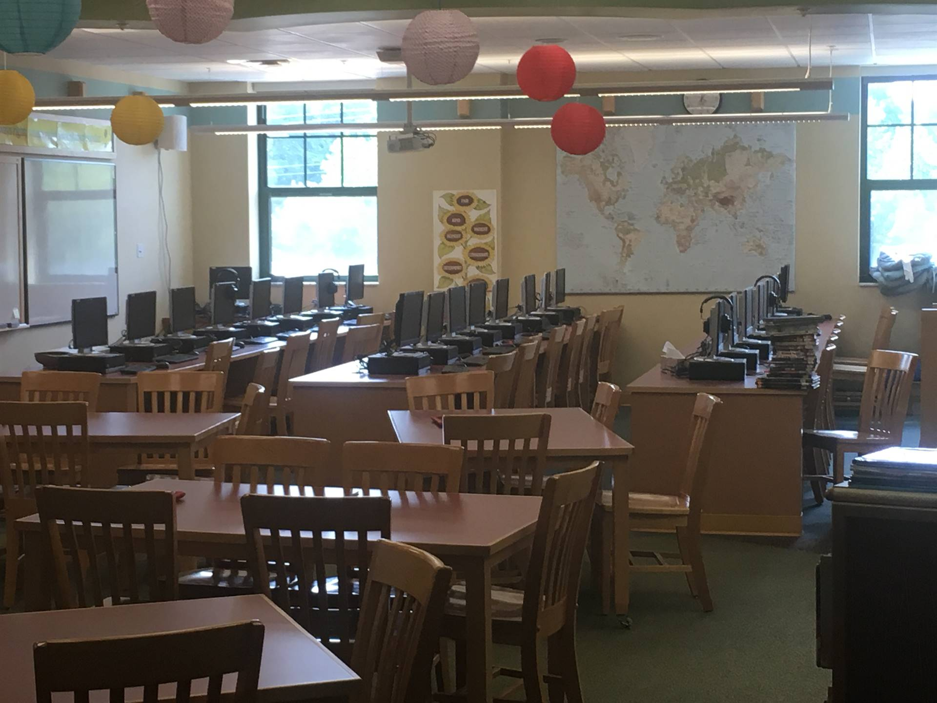 Highcliff Elementary Library Tables and Lab